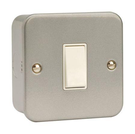 Click Essentials Metal Clad 10a 1 Gang 2 Way Switch   CL011