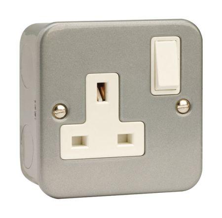 Click Essentials Metalclad Single Switched Socket   CL035